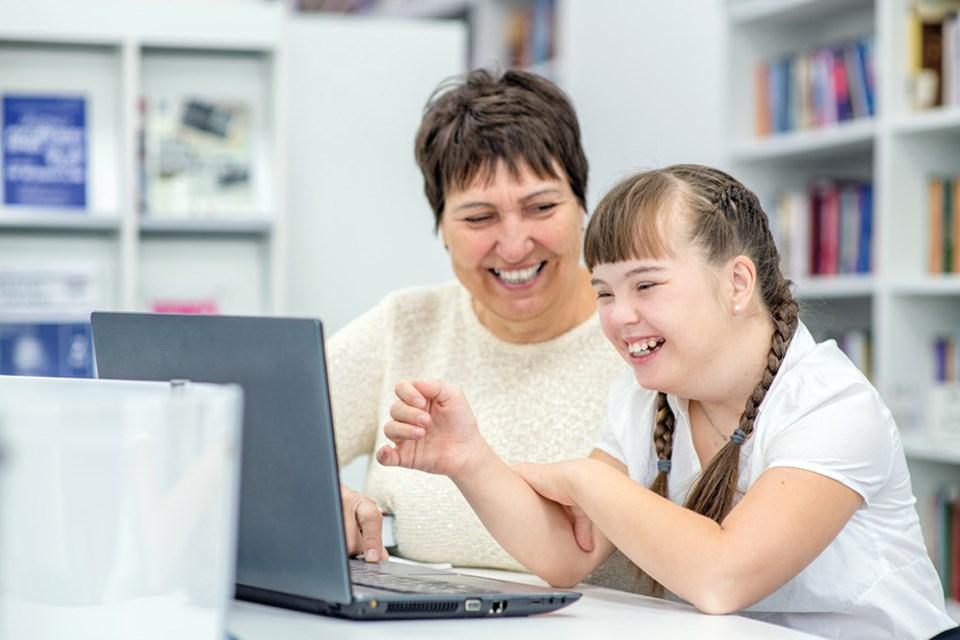 ¿Puede beneficiar el uso de las TICs al desarrollo  de las personas con síndrome de Down?
